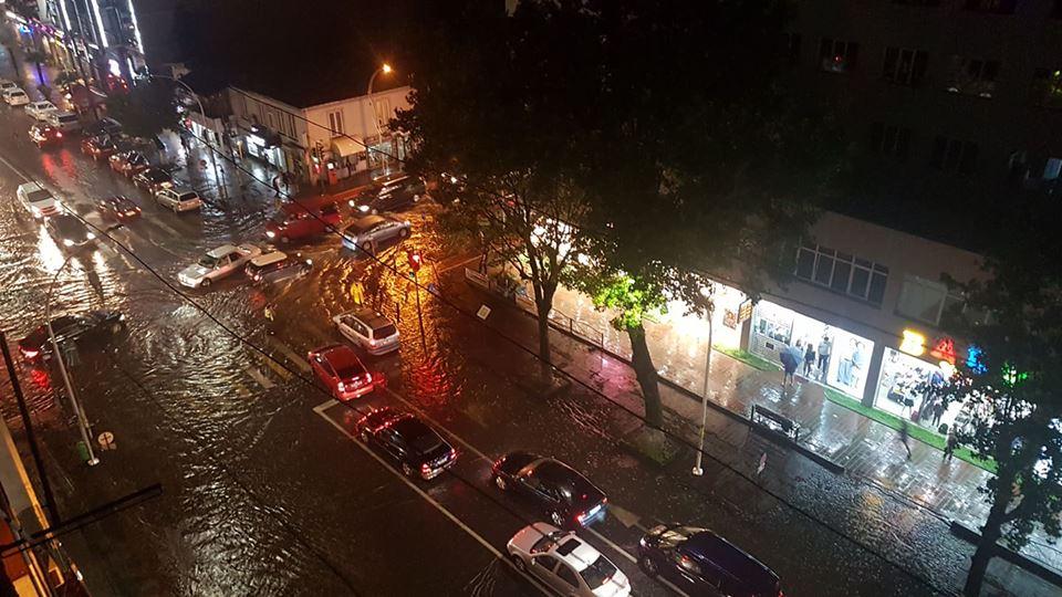 ძლიერი წვიმის შედეგად, ბათუმის ქუჩების ნაწილი დაიტბორა