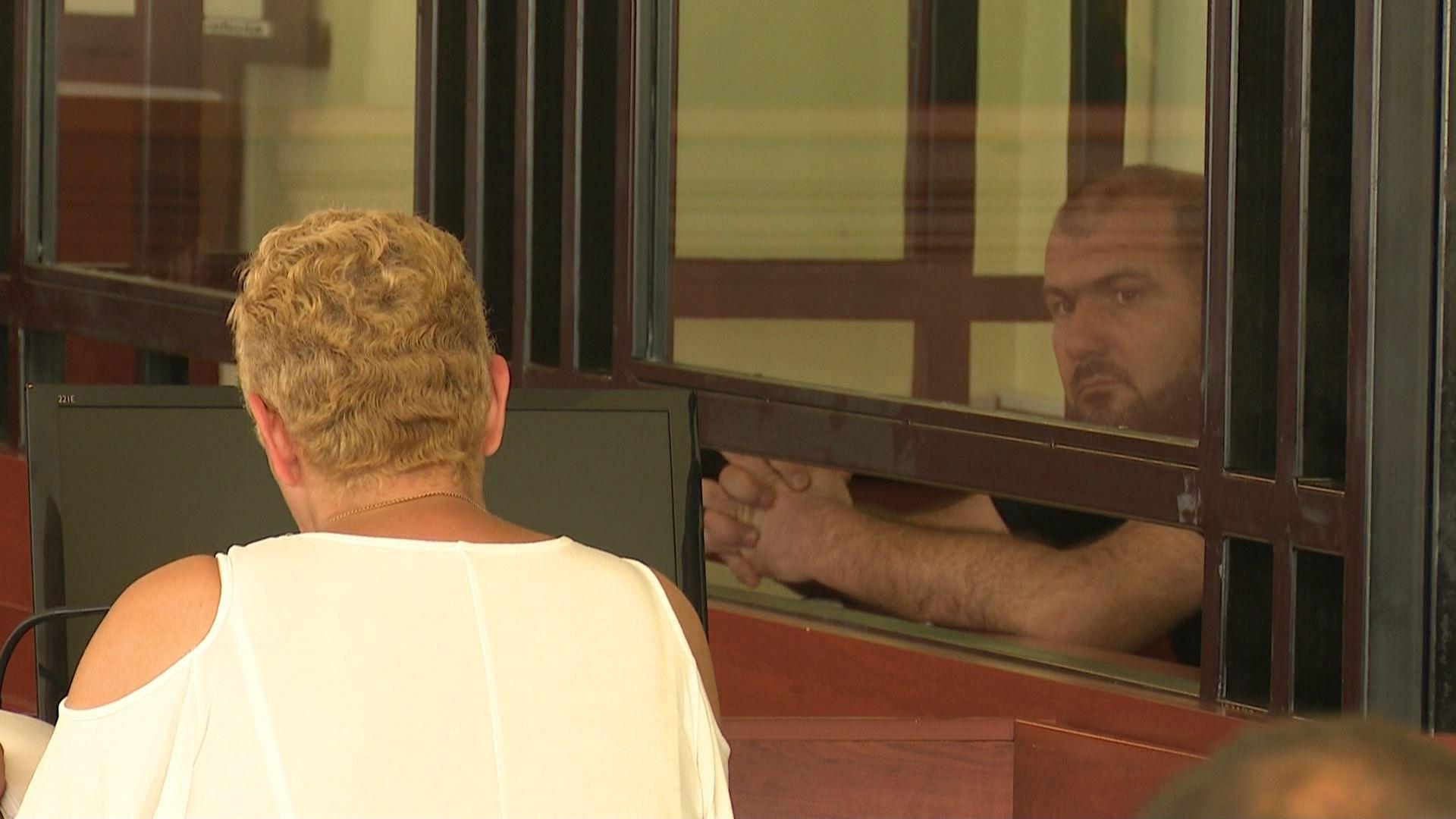 ყოფილი პოლიციელი პატიმრობიდან გირაოს სანაცვლოდ გათავისუფლდა