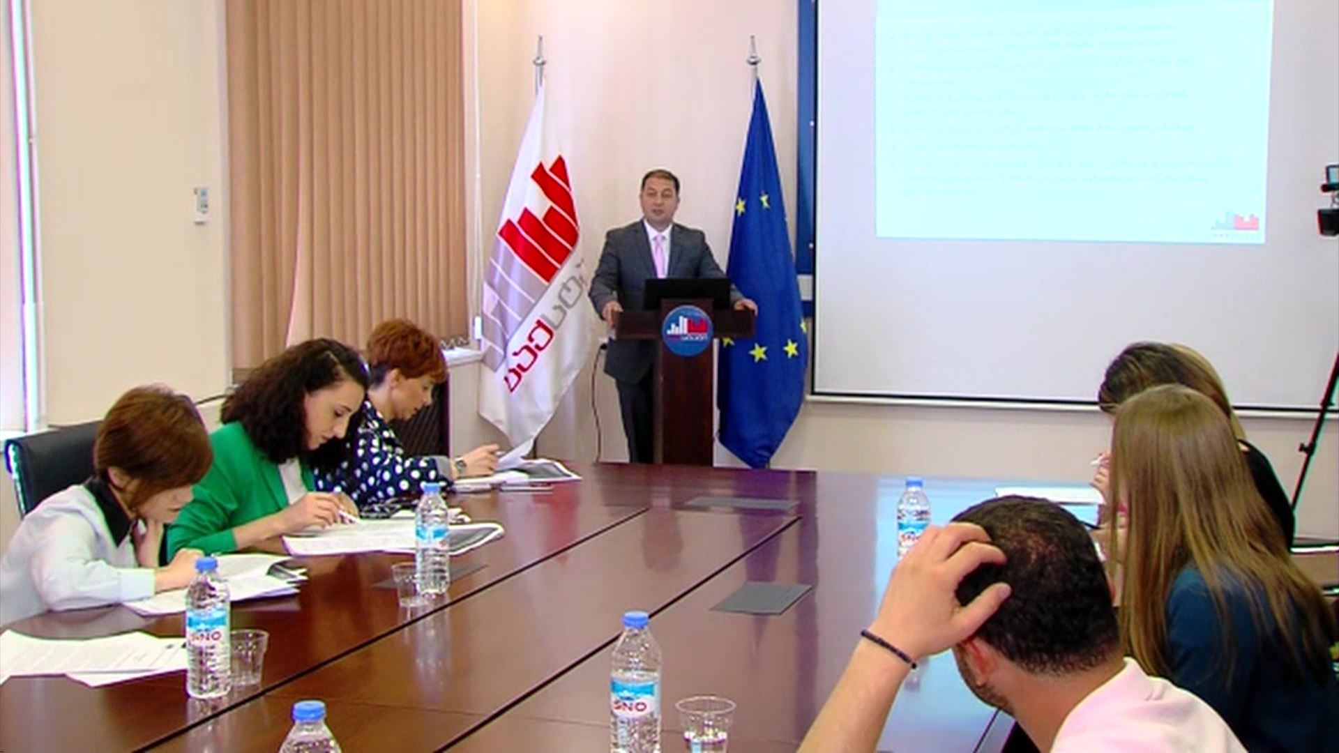 ''Geostatic'' - The level of unemployment decreased