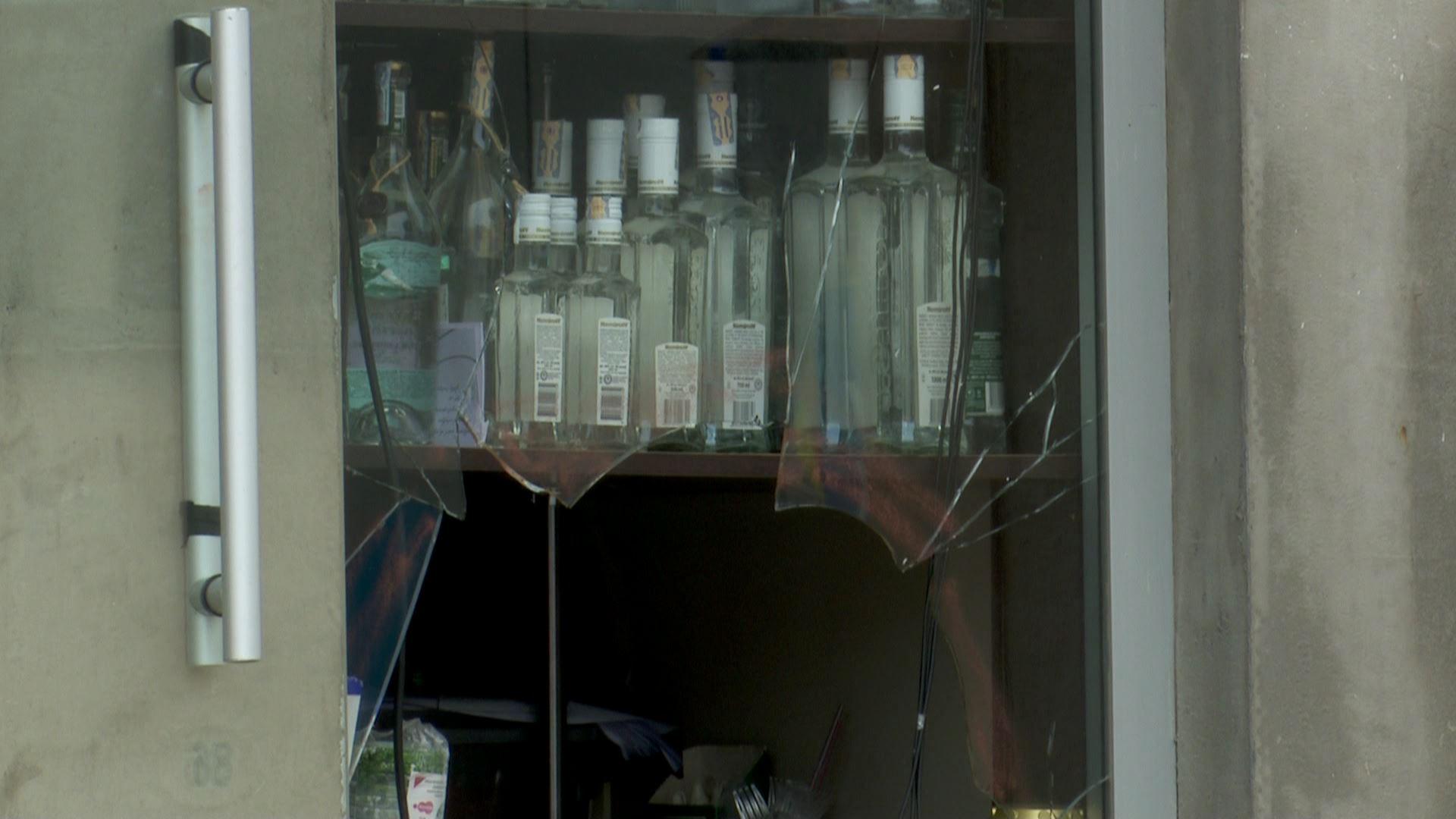 წუხელ ღამით მელიქიშვილის 111-ში სურსათის მაღაზია გაქურდეს