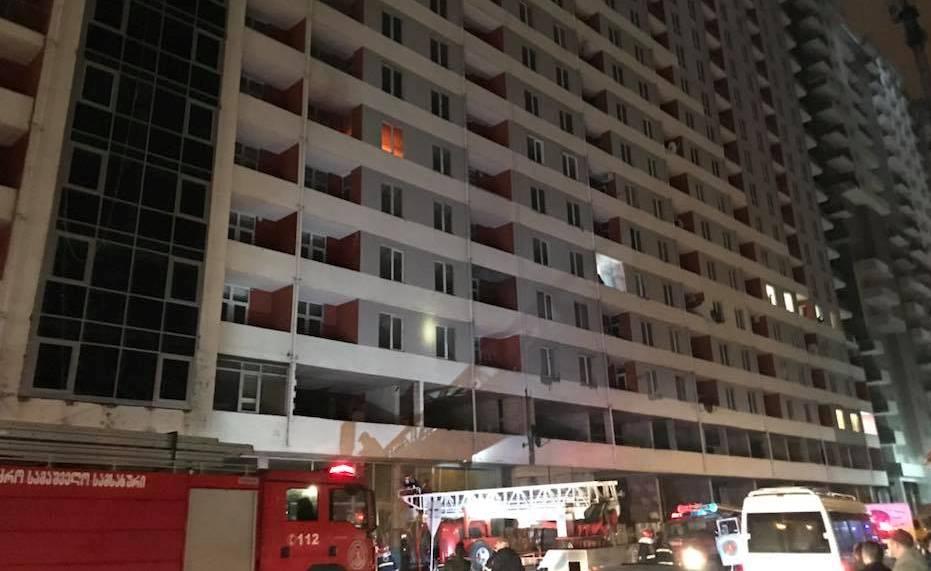 19 სართულიანი სახლის ერთ-ერთ ბინაში ცეცხლი გაჩნდა