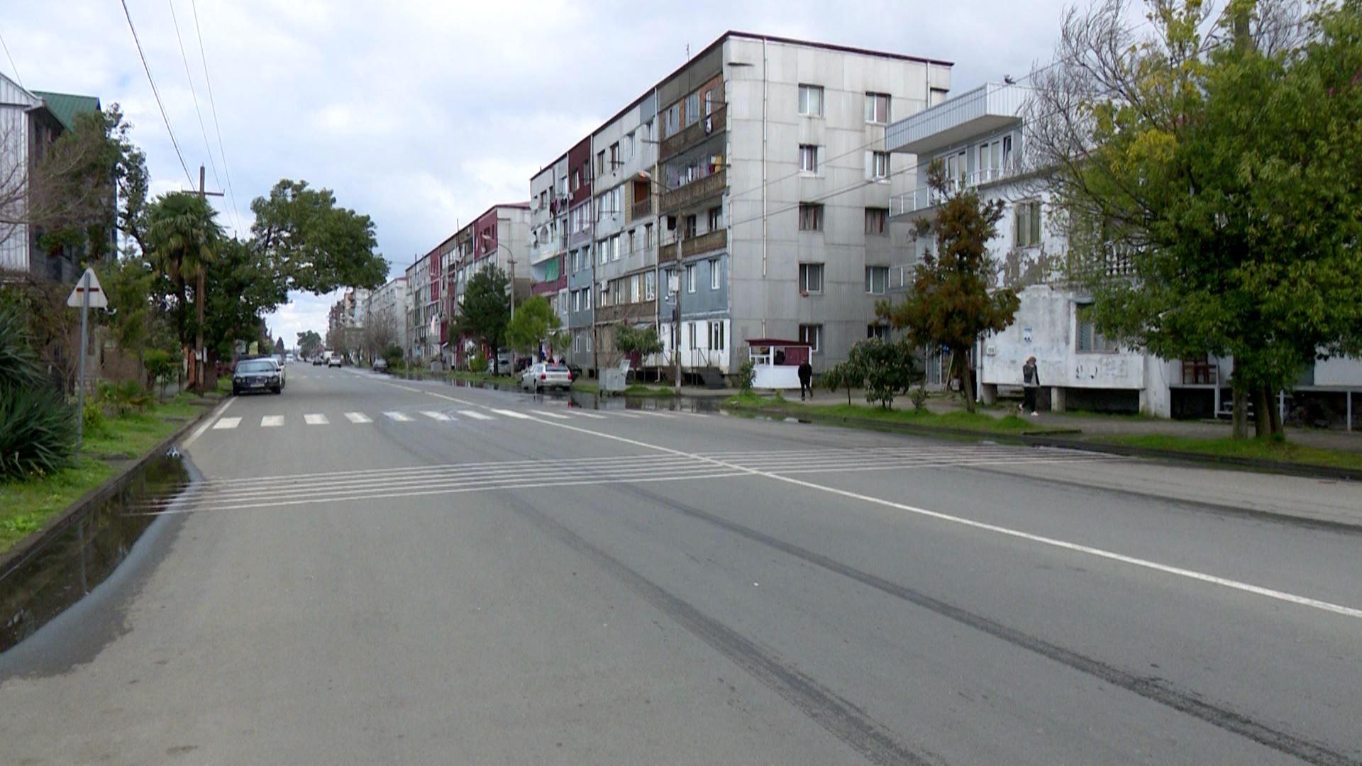 ქობულეთში, რუსთაველის ახლახან მოასფალტებულ ქუჩას სავარაუდოდ მალე ისევ გადათხრიან