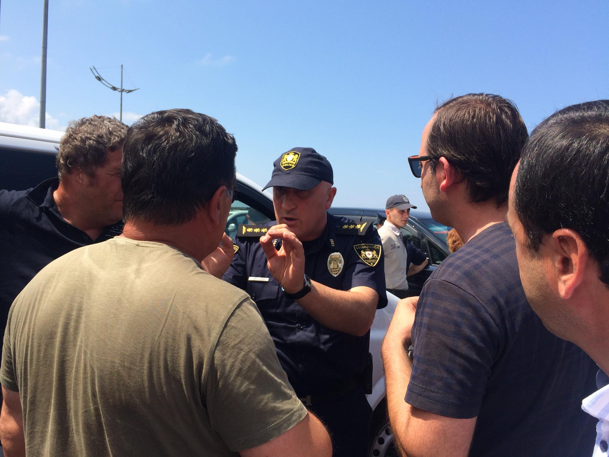 Drivers opened the blocked way in Sarpi