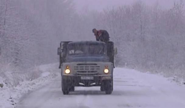 ძლიერი თოვის გამო, ლარსისკენ  მიმავალ გზაზე მოძრაობა აიკრძალა
