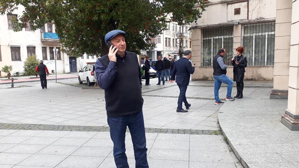 მერიაში დაცვის სამსახურმა პოლიცია ჯელალ ქიქავას გამო გამოიძახა - დაპირისპირების ვიდეო