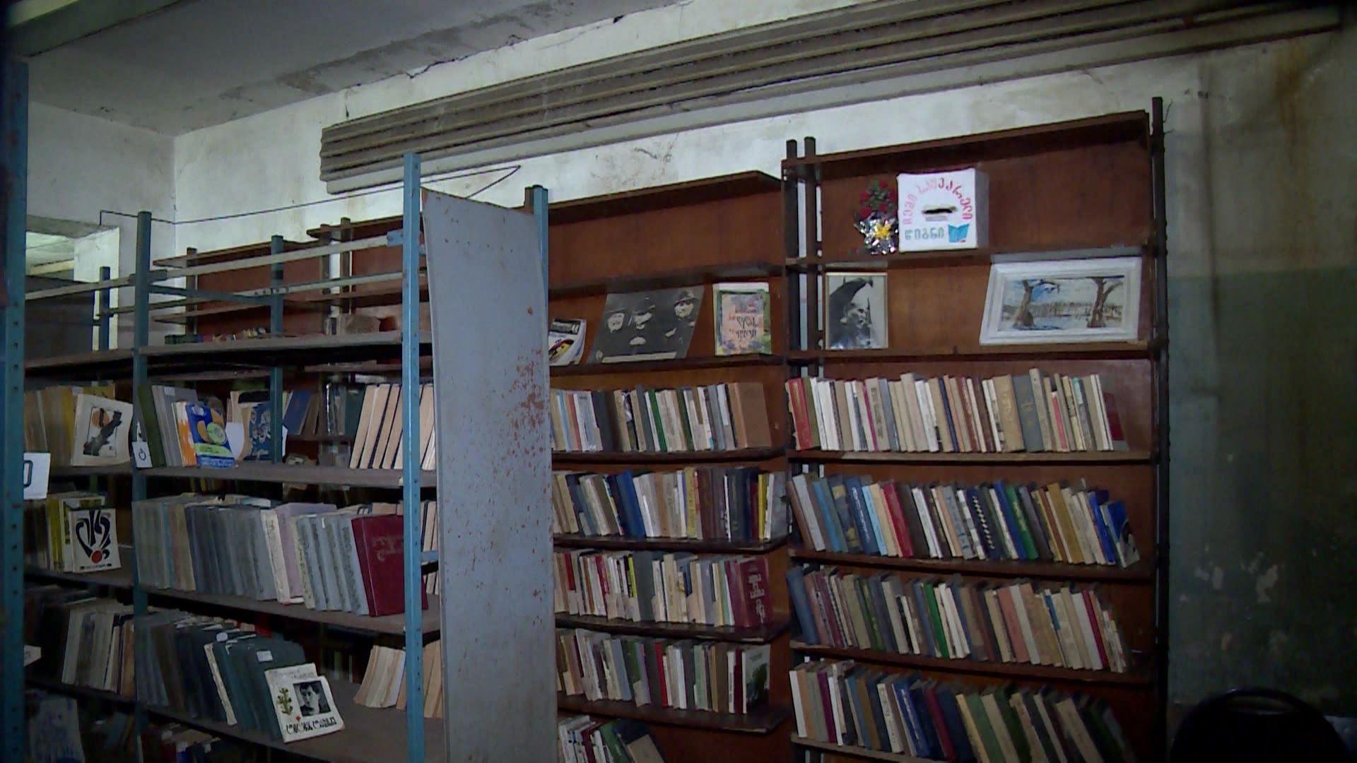 ქობულეთის ბიბლიოთეკაში წიგნებისთვის შესაფერის პირობებს ითხოვენ