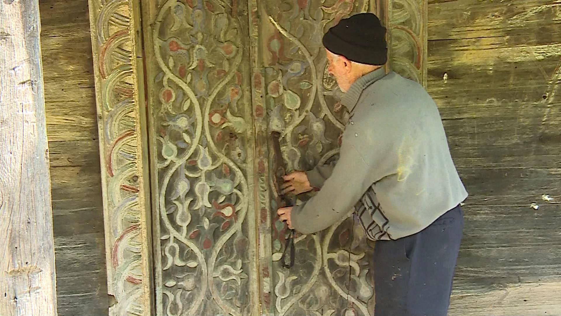 ზვარეს მეჩეთის დაზიანებული სახურავი ორნამენტებს საფრთხეს უქმნის