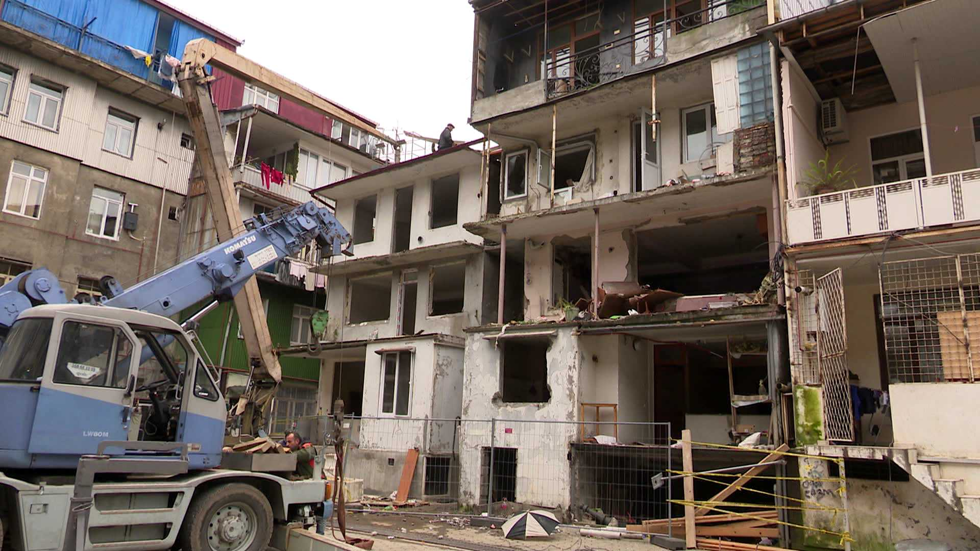 აფეთქებული სახლის მცხოვრებლებს ბინებს ახალ მისამართებზე სთავაზობენ