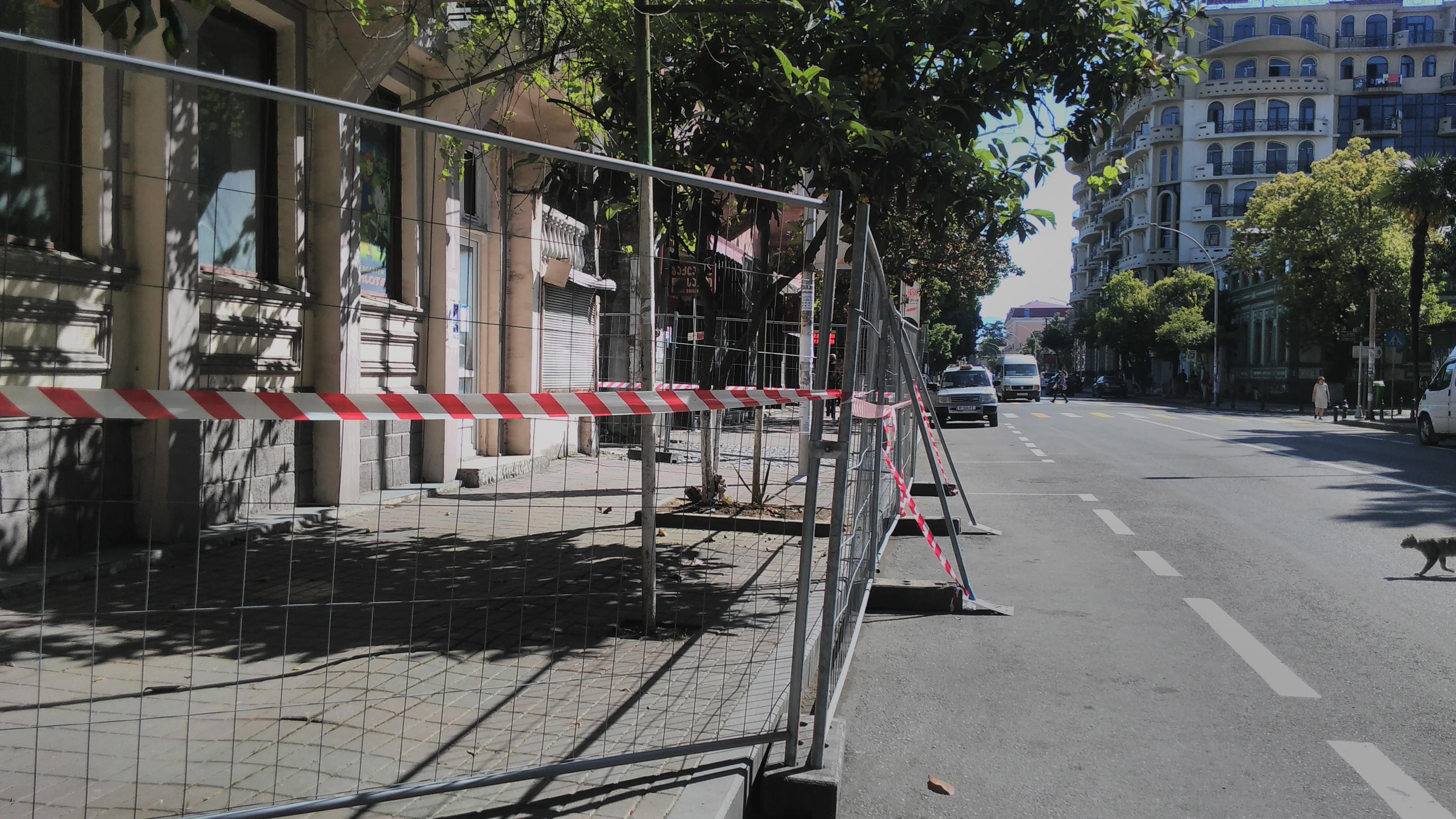 Batumi City Hall blocked the sidewalk in # 12 Gorgiladze Street