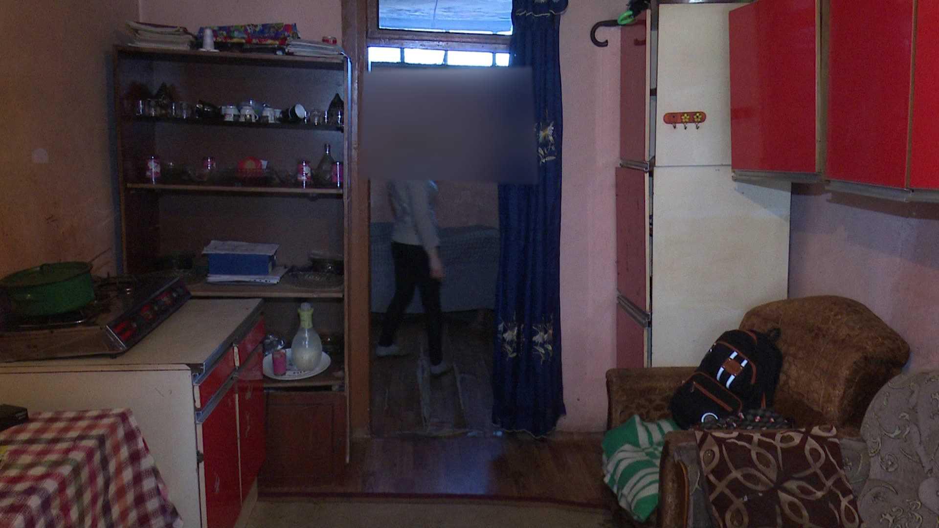 ორმაგი ძალადობა ბავშვზე - რატომ იცვლის საცხოვრებელს ოჯახი?