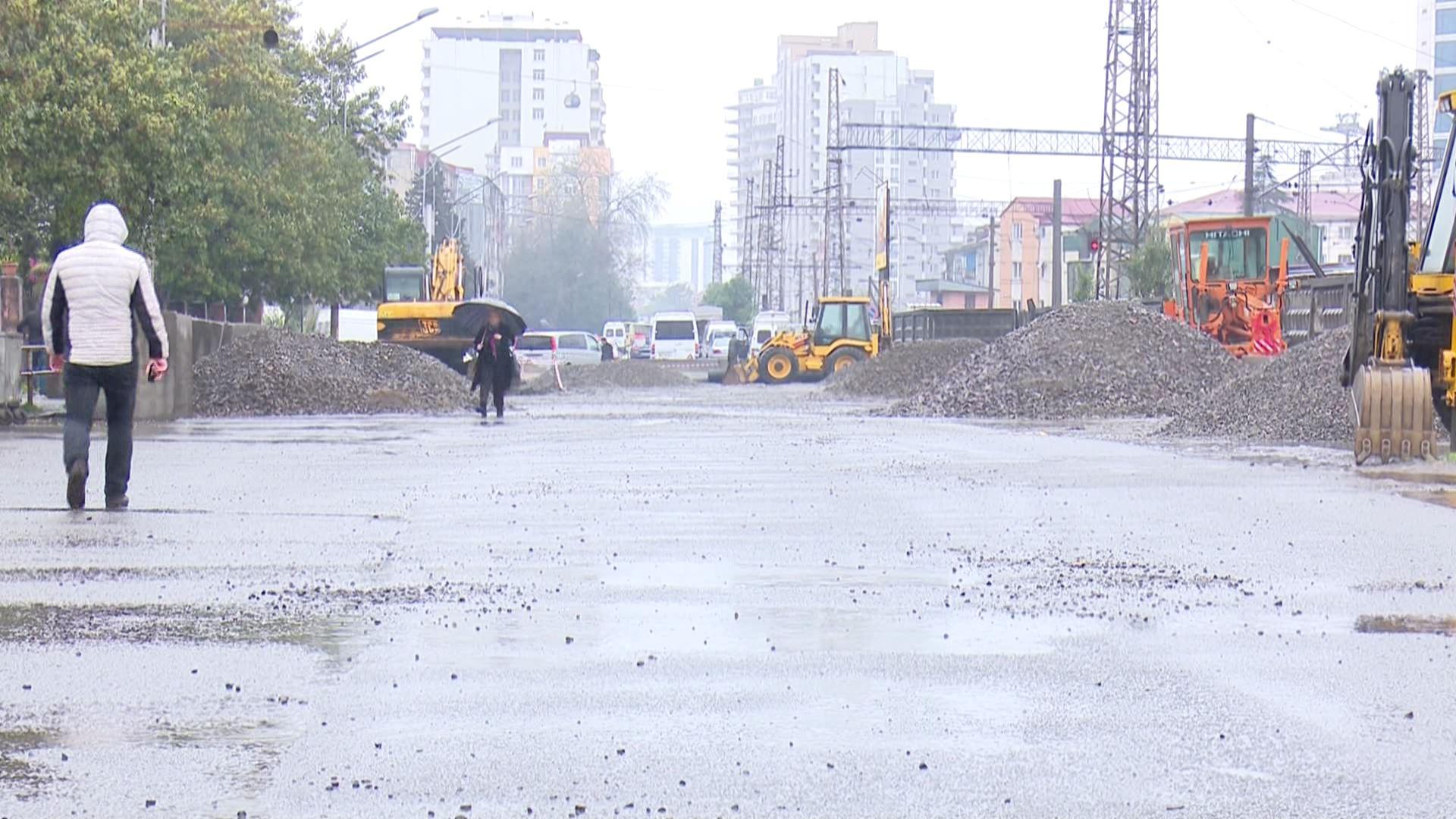 მაიაკოვსკის ქუჩის გადაკეტვას  ბაზრის მოვაჭრეები აპროტესტებენ