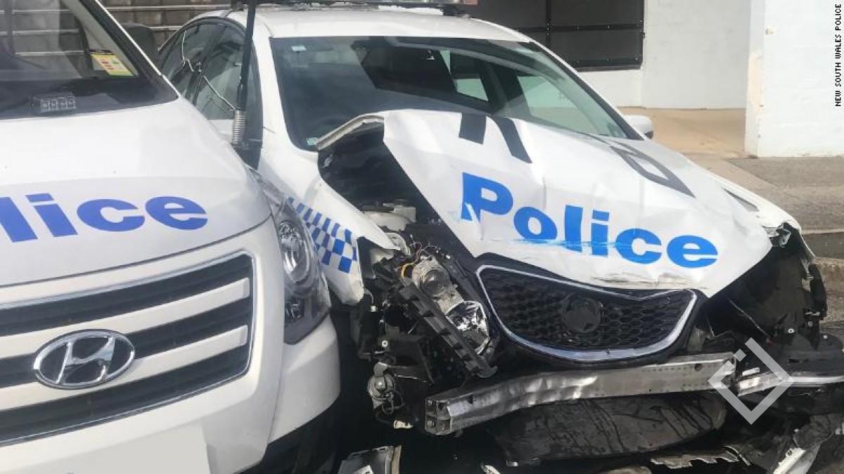 ავსტრალიაში ნარკოტიკით დატვირთული ფურგონი პოლიციის მანქანას შეეჯახა