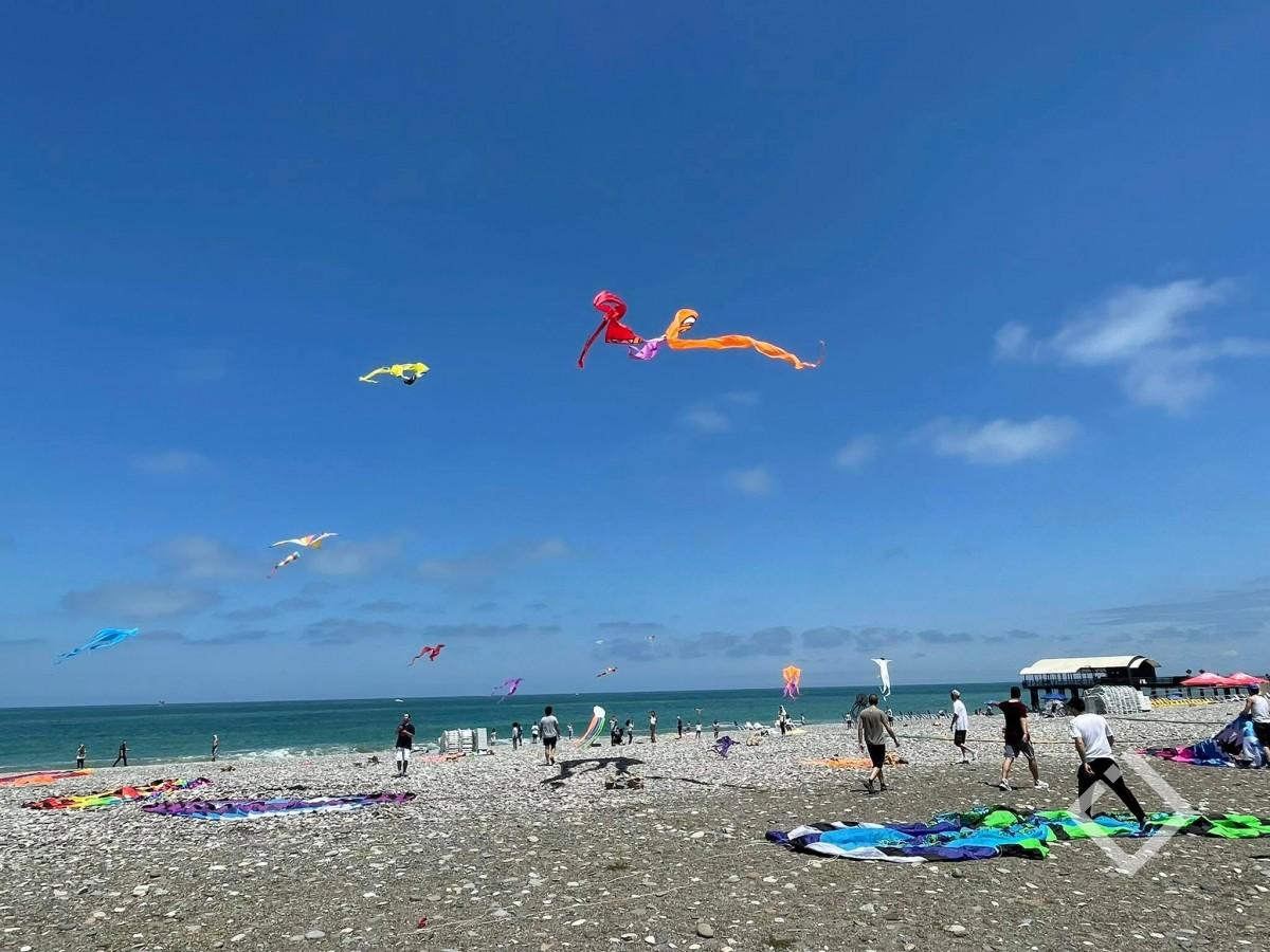 სანაპიროზე ფრანებიგაუშვეს- ბათუმში ტურისტული სეზონი გაიხსნა