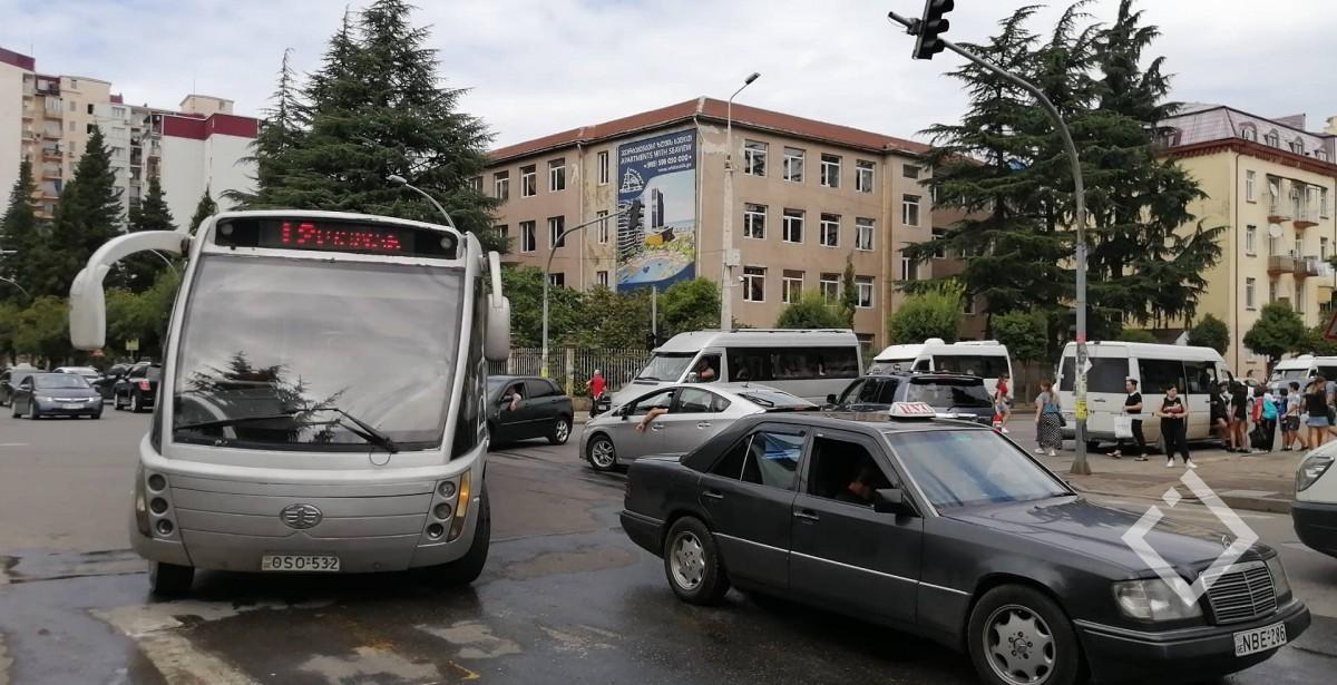 ბათუმში, ტბელ აბუსერიძის ქუჩის ჩაკეტვისგამო, ავტობუსებიშეცვლილი მარშრუტით მოძრაობენ