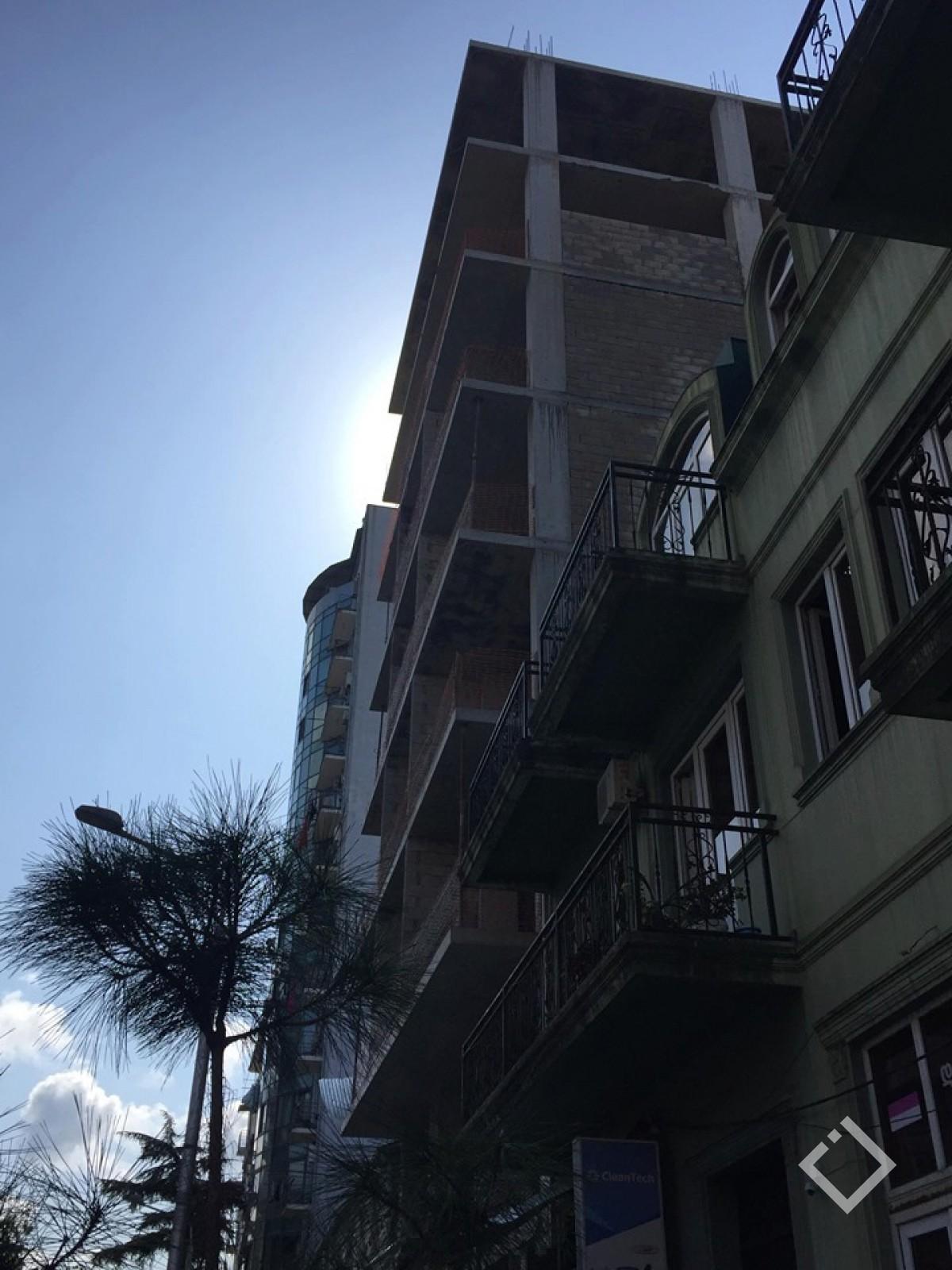 ვინ დაანგრევს ბათუმის ცენტრში უკანონოდ აშენებულ 8 სართულიან სახლს