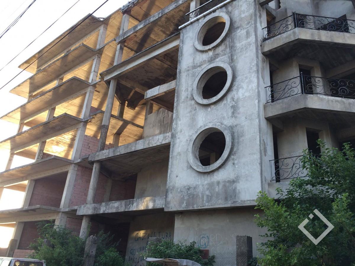 მიტოვებული მშენებლობა, სადაცბავშვი გარდაიცვალა, ისევ საფრთხის შემცველია