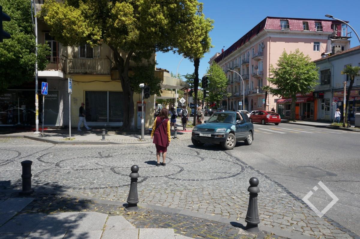 გორგილაძის ქუჩაზე დაზიანებული შუქნიშანი, ხვალ დღის ბოლომდე ვერ ჩაირთვება